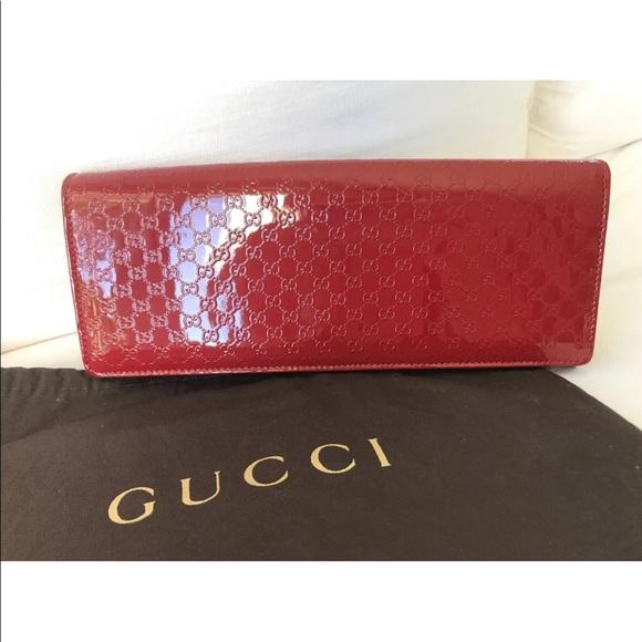 5be53b19e4c Gucci Handbags - GUCCI Red Micro-Guccissima Patent Broadway Clutch